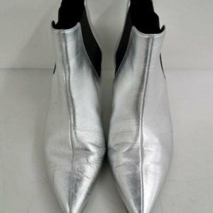 GUCCI SILVER LEATHER KITTEN HEELS BOOTIES
